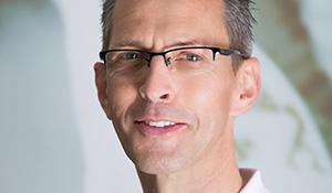 Dr. Andreas König